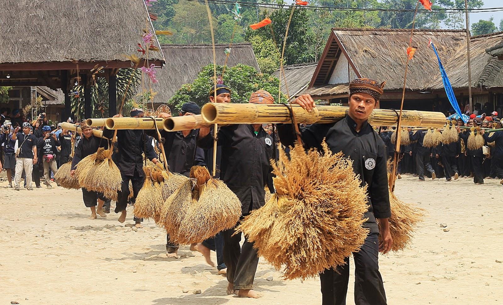 Ilustrasi Budaya Masyarakat Sunda (sumber: goodnewsIndonesia)