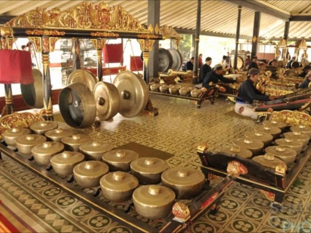 Gamelan (sumber: goodnewsfromIndonesia)